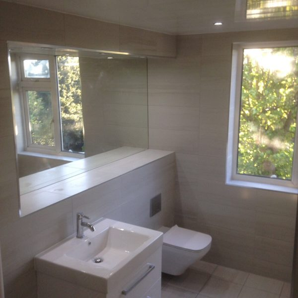 Large sink and full tiles and mirror
