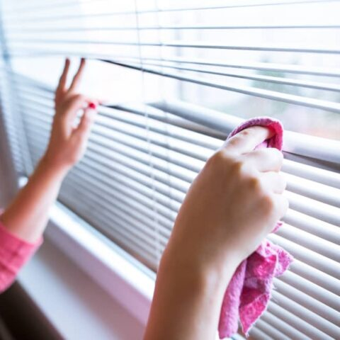 here is how to clean blinds